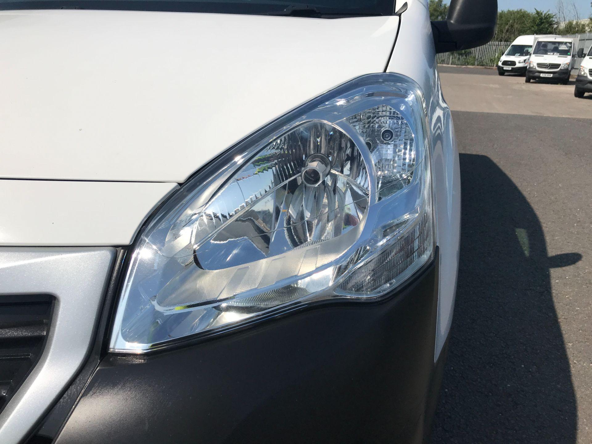 2017 Peugeot Partner L1 850 1.6BLUEHDI 100PS PROFESSIONAL EURO 6 (NU17BFP) Image 28