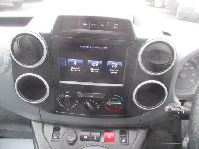 2017 Peugeot Partner L1 850 1.6 Bluehdi 100PS Professional Van [Non S/S] (NU17BFX) Image 4