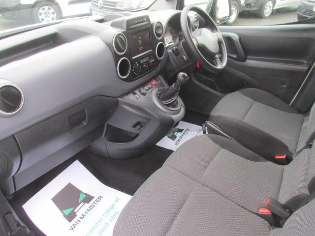 2017 Peugeot Partner L1 850 1.6 Bluehdi 100PS Professional Van [Non S/S] (NU17BFX) Image 16