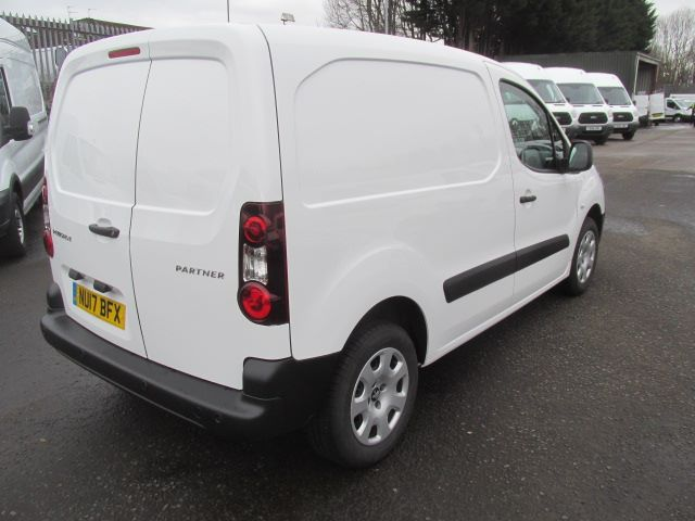 2017 Peugeot Partner L1 850 1.6 Bluehdi 100PS Professional Van [Non S/S] (NU17BFX) Image 10