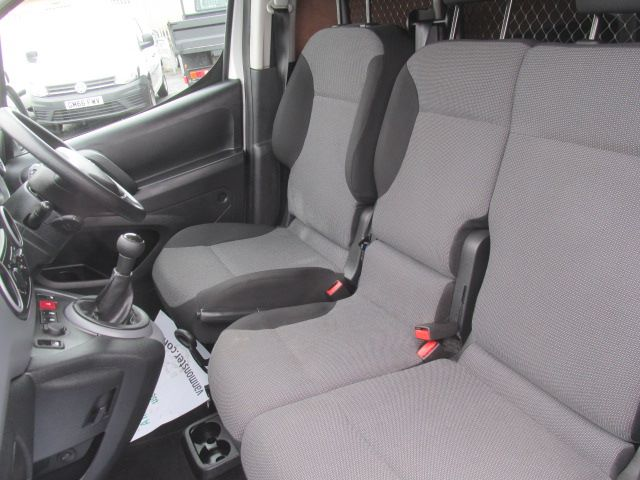 2017 Peugeot Partner L1 850 1.6 Bluehdi 100PS Professional Van [Non S/S] (NU17BFX) Image 17