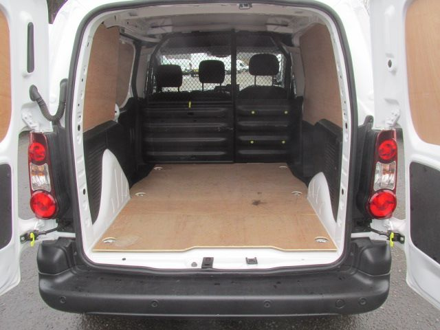 2017 Peugeot Partner L1 850 1.6 Bluehdi 100PS Professional Van [Non S/S] (NU17BFX) Image 12