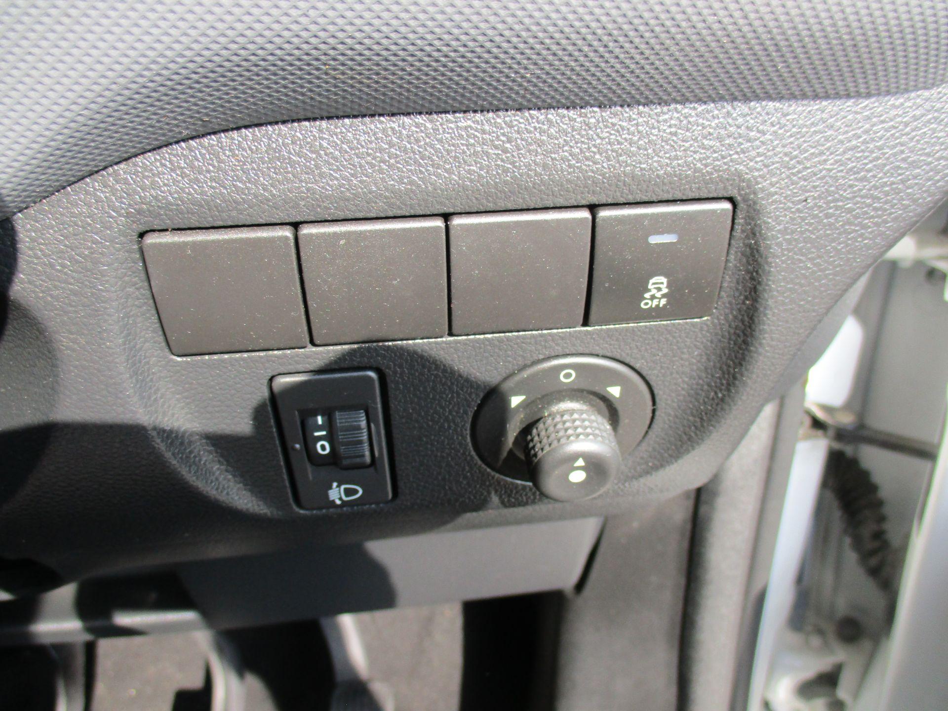 2017 Peugeot Partner 750 S 1.6 Bluehdi 100 Van [Non Start Stop] (NU17EEZ) Image 18