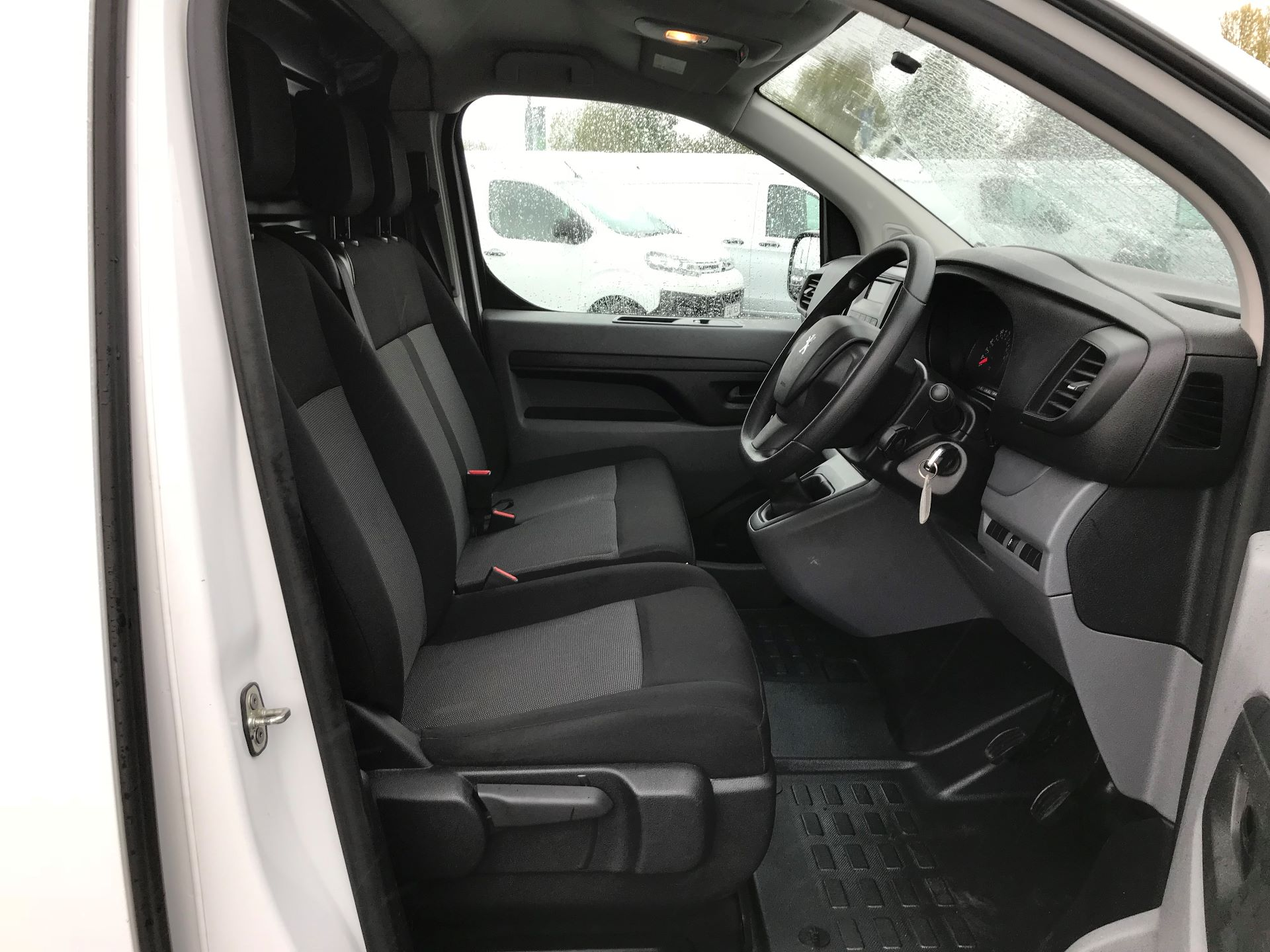 2017 Peugeot Expert 1000 1.6 Bluehdi 95 S Van (NU17EFE) Image 11