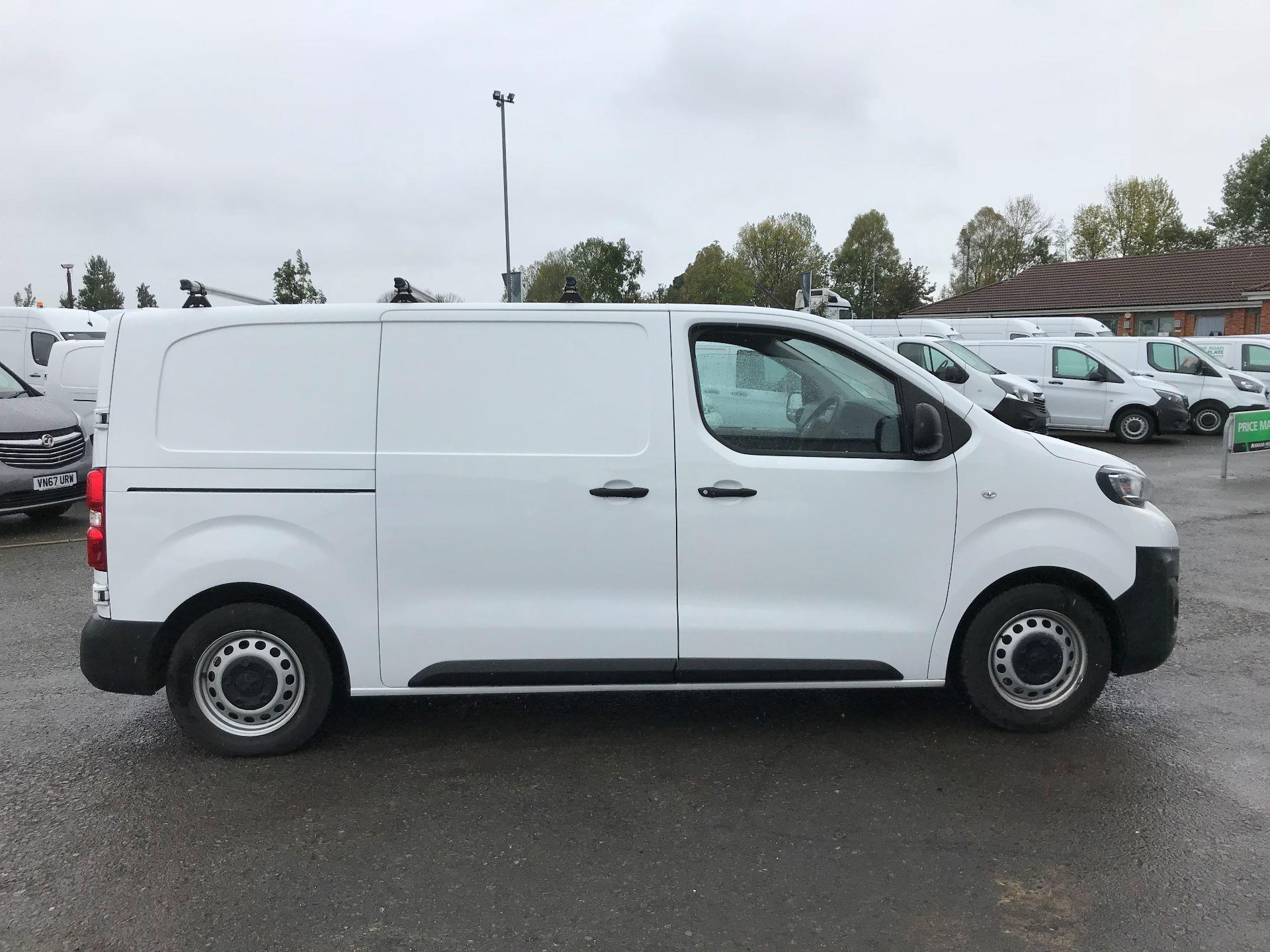 2017 Peugeot Expert 1000 1.6 Bluehdi 95 S Van (NU17EFE) Image 8