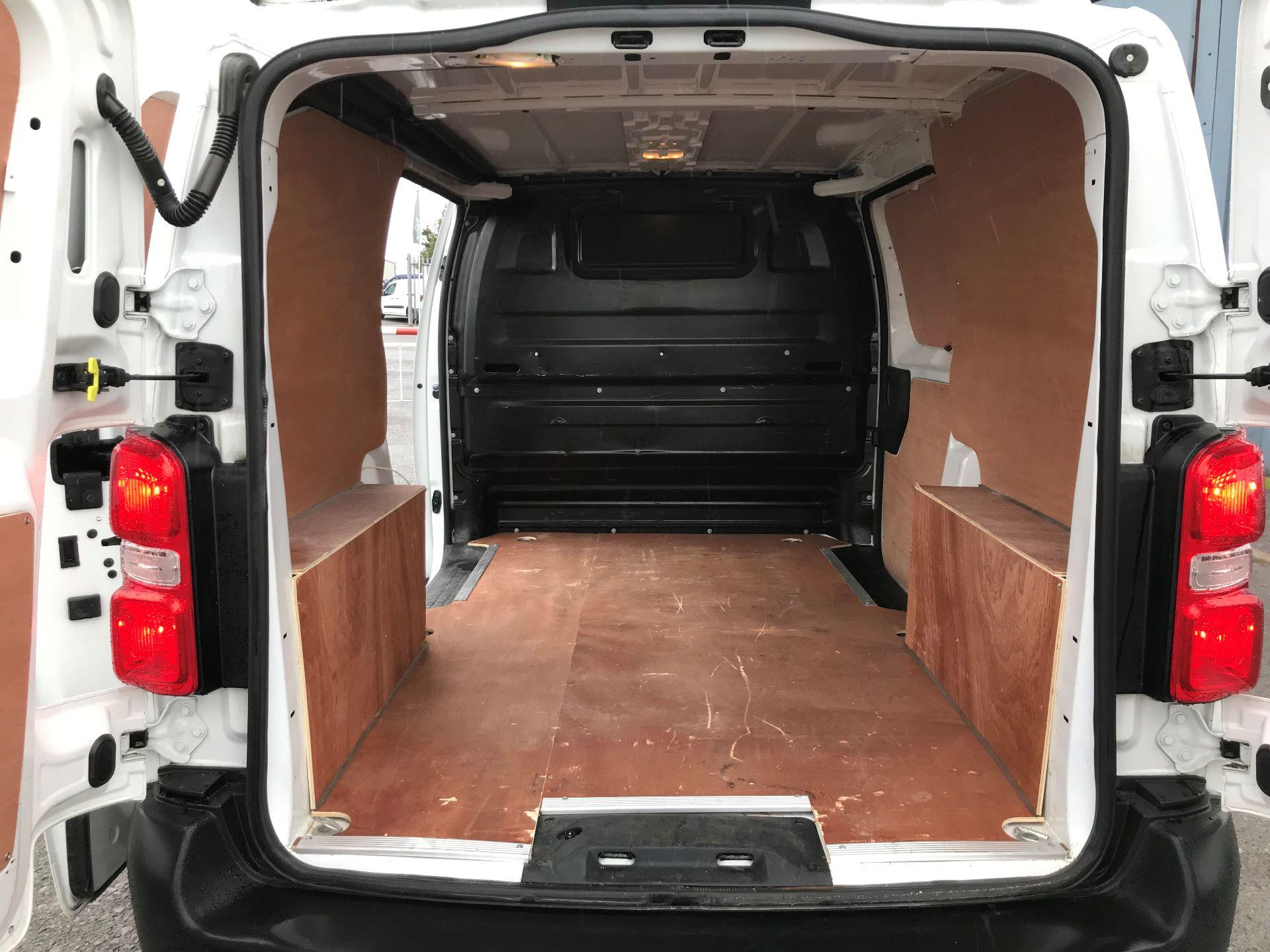 2017 Peugeot Expert 1000 1.6 Bluehdi 95 S Van (NU17EFE) Image 16