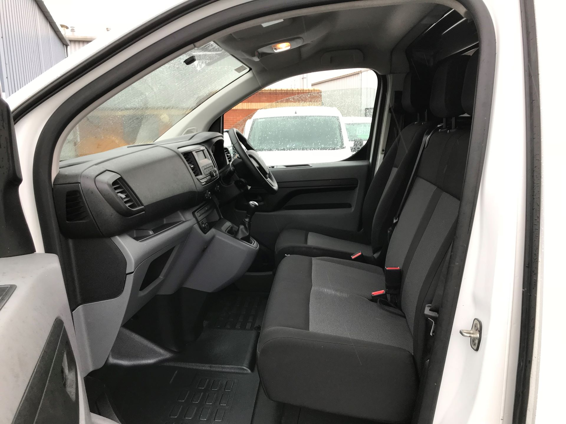 2017 Peugeot Expert 1000 1.6 Bluehdi 95 S Van (NU17EFE) Image 12