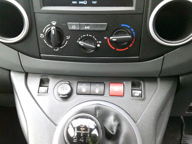 2017 Peugeot Partner 850 1.6 Bluehdi 100 Professional Van [Non Ss] *SPEED RESTRICTED TO 70MPH* (NU17EFZ) Image 24