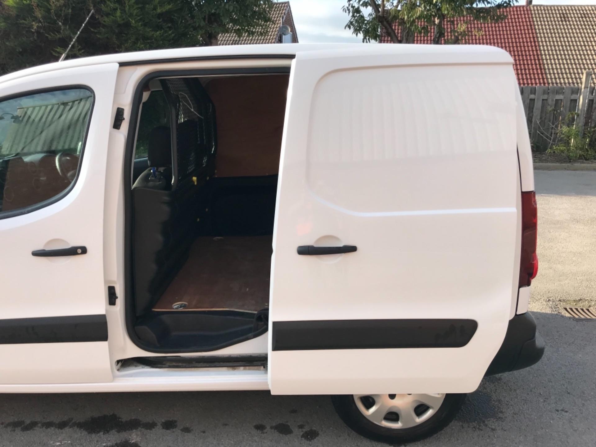 2017 Peugeot Partner 850 1.6 Bluehdi 100 Professional Van EURO 6 (NU17EMX) Image 26