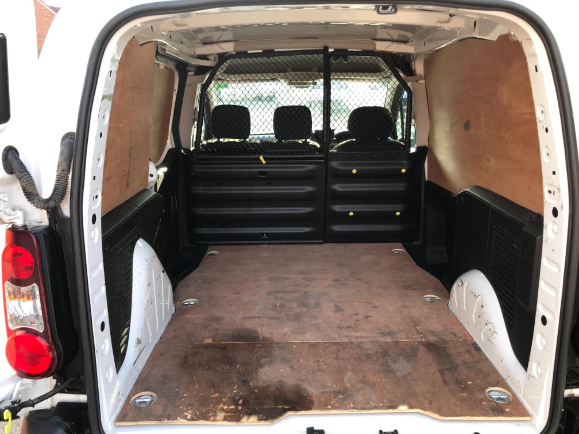 2017 Peugeot Partner 850 1.6 Bluehdi 100 Professional Van EURO 6 (NU17EMX) Image 29