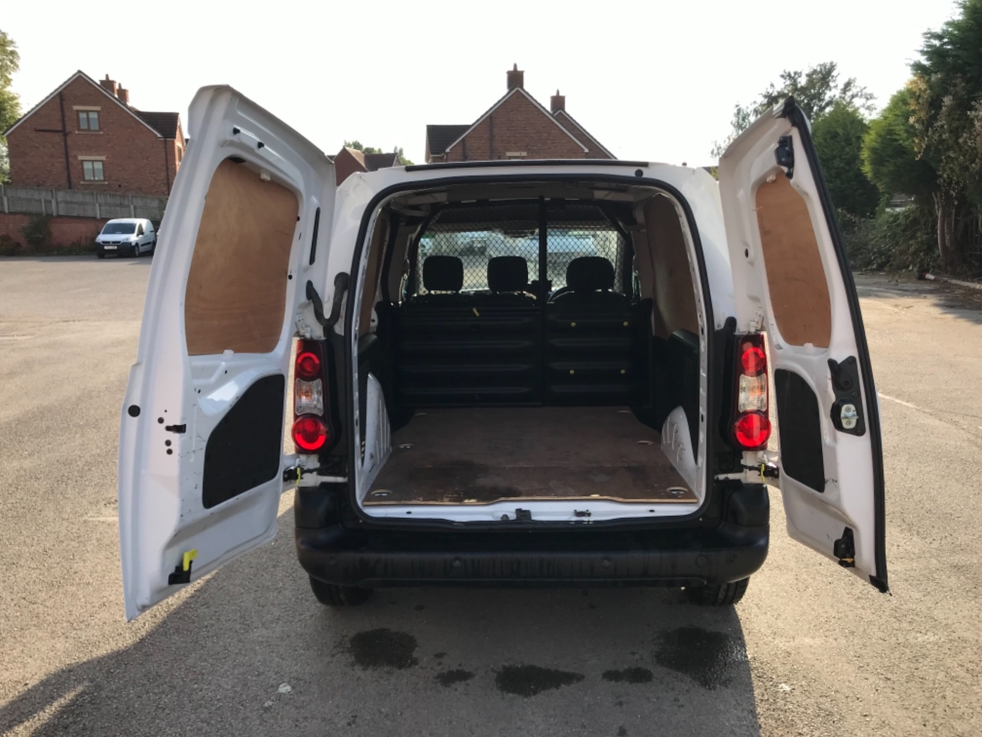 2017 Peugeot Partner 850 1.6 Bluehdi 100 Professional Van EURO 6 (NU17EMX) Image 28