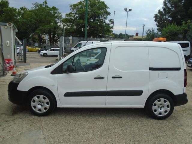 2017 Peugeot Partner 850 1.6 Bluehdi 100 Professional Van [Non Ss] *EURO 6* (NU17GXD) Image 4