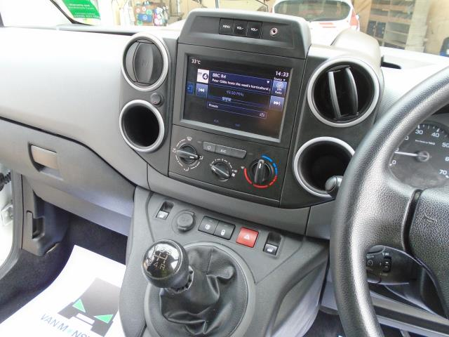 2017 Peugeot Partner 850 1.6 Bluehdi 100 Professional Van [Non Ss] *EURO 6* (NU17GXD) Image 16