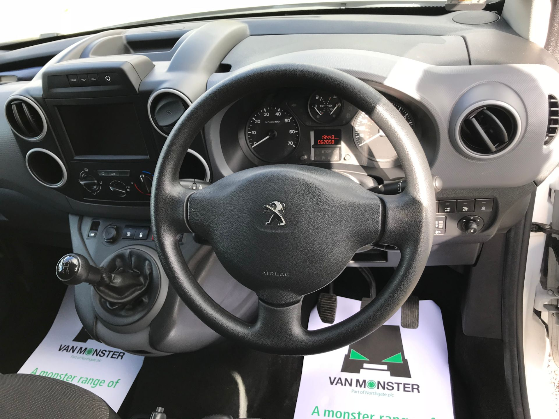 2017 Peugeot Partner 850 1.6 Bluehdi 100 Professional Van [Non Ss] (NU17NBX) Image 26