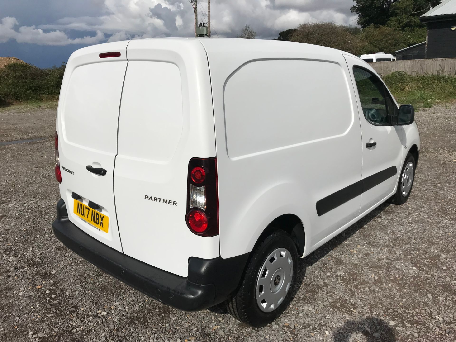 2017 Peugeot Partner 850 1.6 Bluehdi 100 Professional Van [Non Ss] (NU17NBX) Image 4
