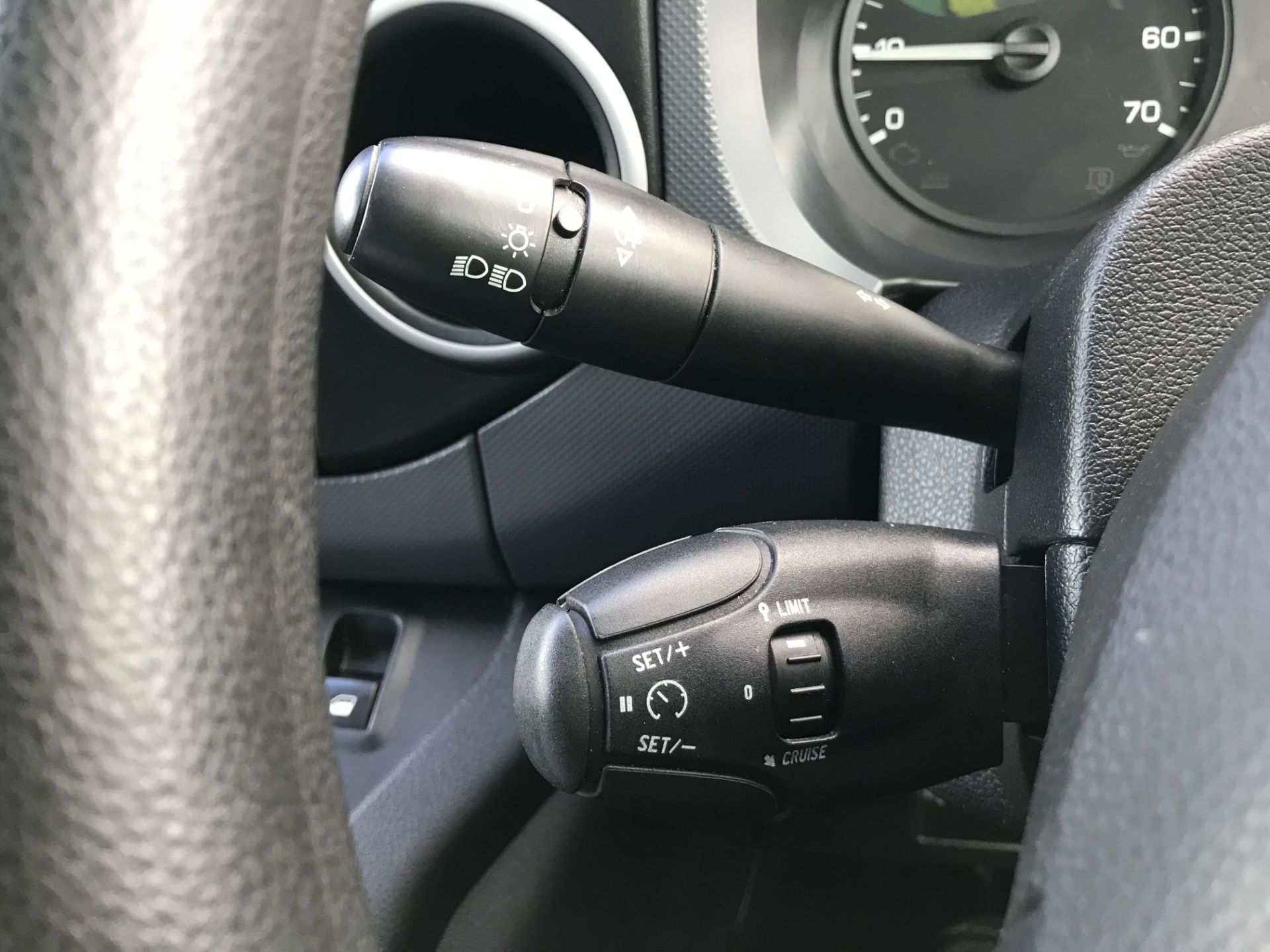 2017 Peugeot Partner 850 1.6 Bluehdi 100 Professional Van [Non Ss] (NU17NBX) Image 31