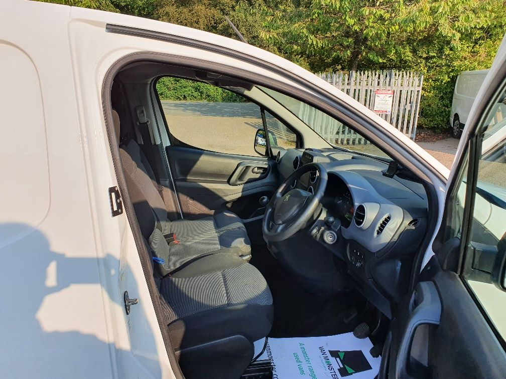 2017 Peugeot Partner 850 1.6 Bluehdi 100 Professional Van [Non Ss] (NU17OEO) Image 5