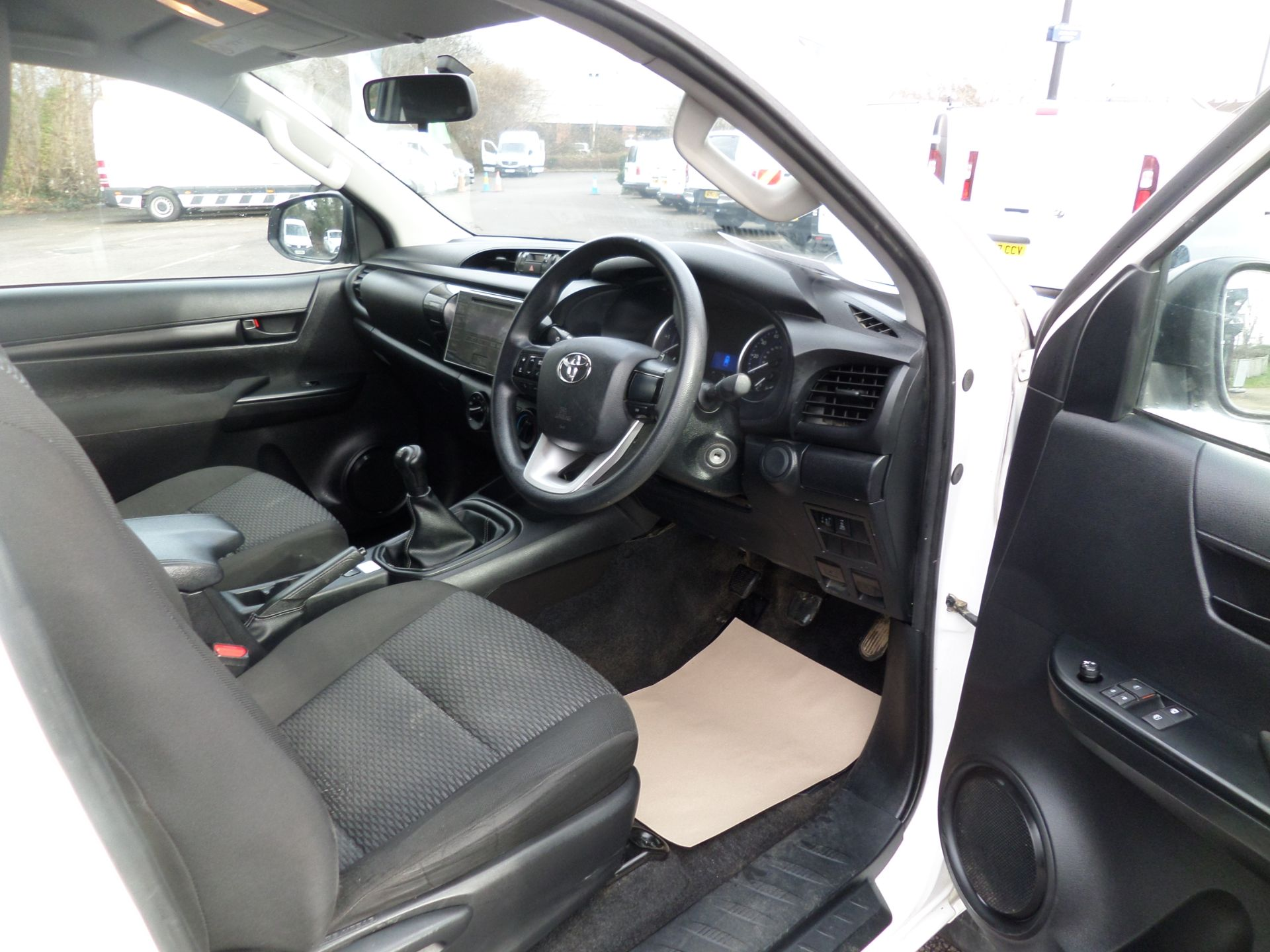 2017 Toyota Hilux Active Extra Long Double Cab Pick Up 2.4 D-4D Euro 6 (NU17RSO) Image 14