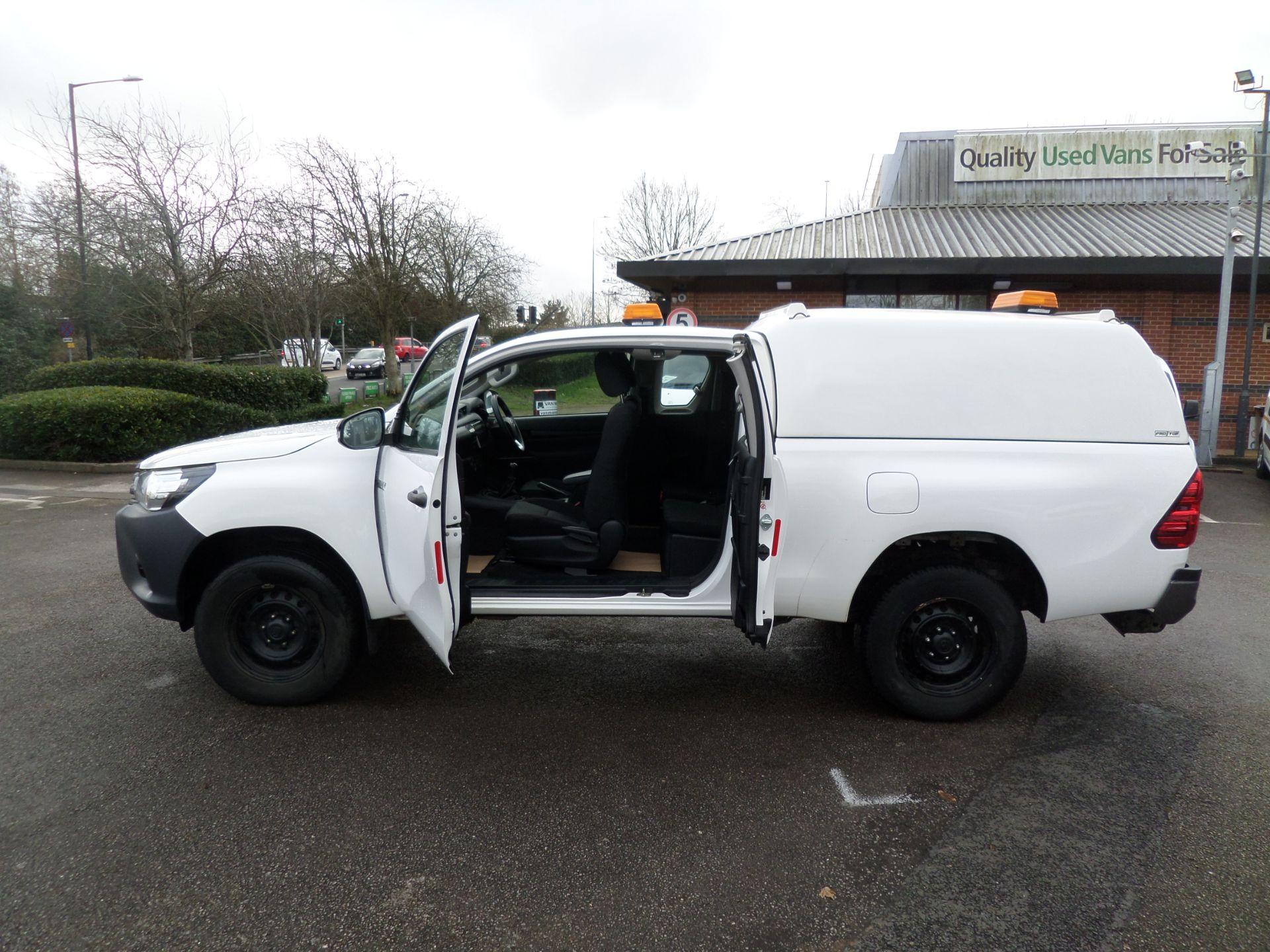 2017 Toyota Hilux Active Extra Long Double Cab Pick Up 2.4 D-4D Euro 6 (NU17RSO) Image 9