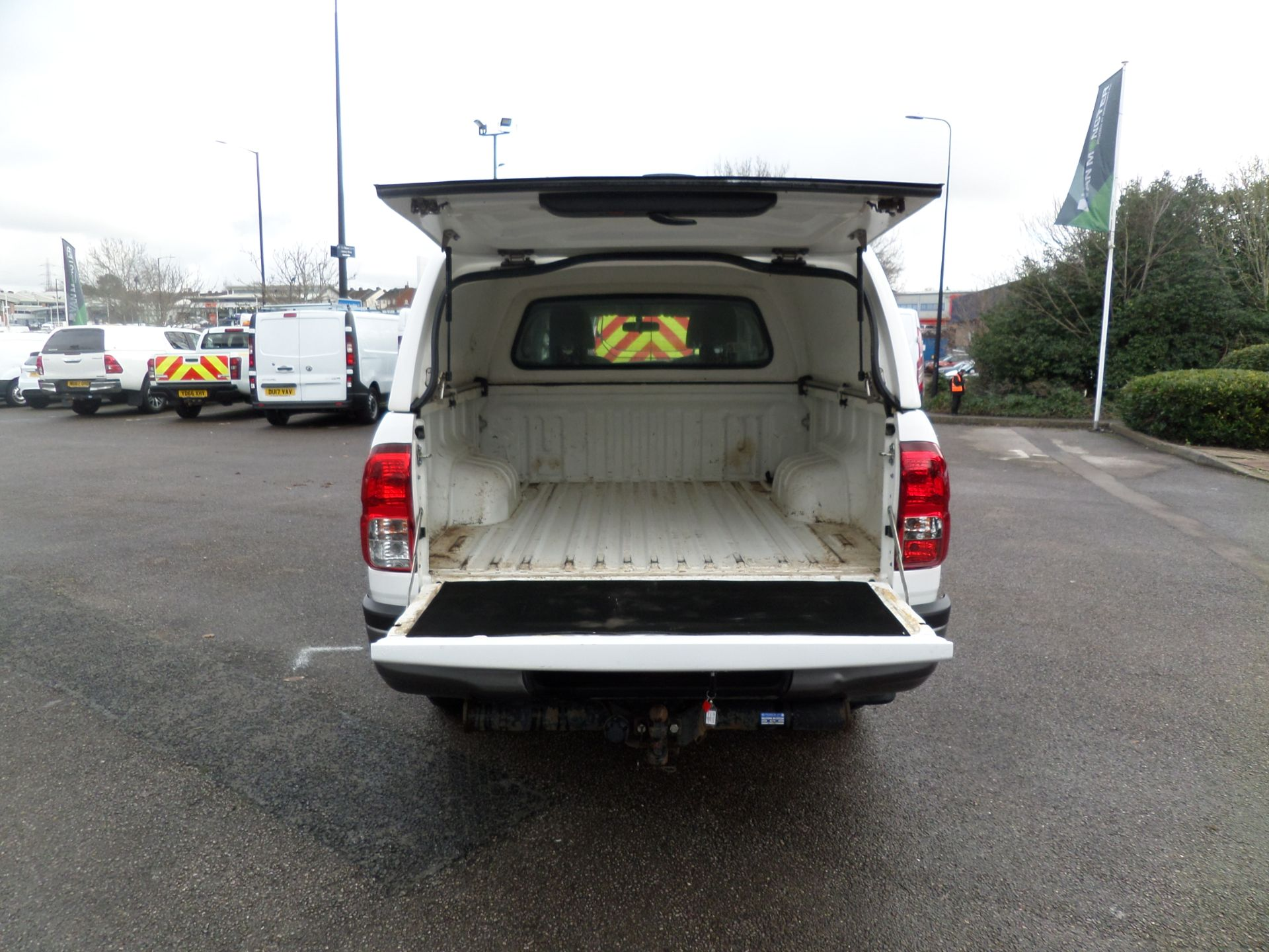 2017 Toyota Hilux Active Extra Long Double Cab Pick Up 2.4 D-4D Euro 6 (NU17RSO) Image 6