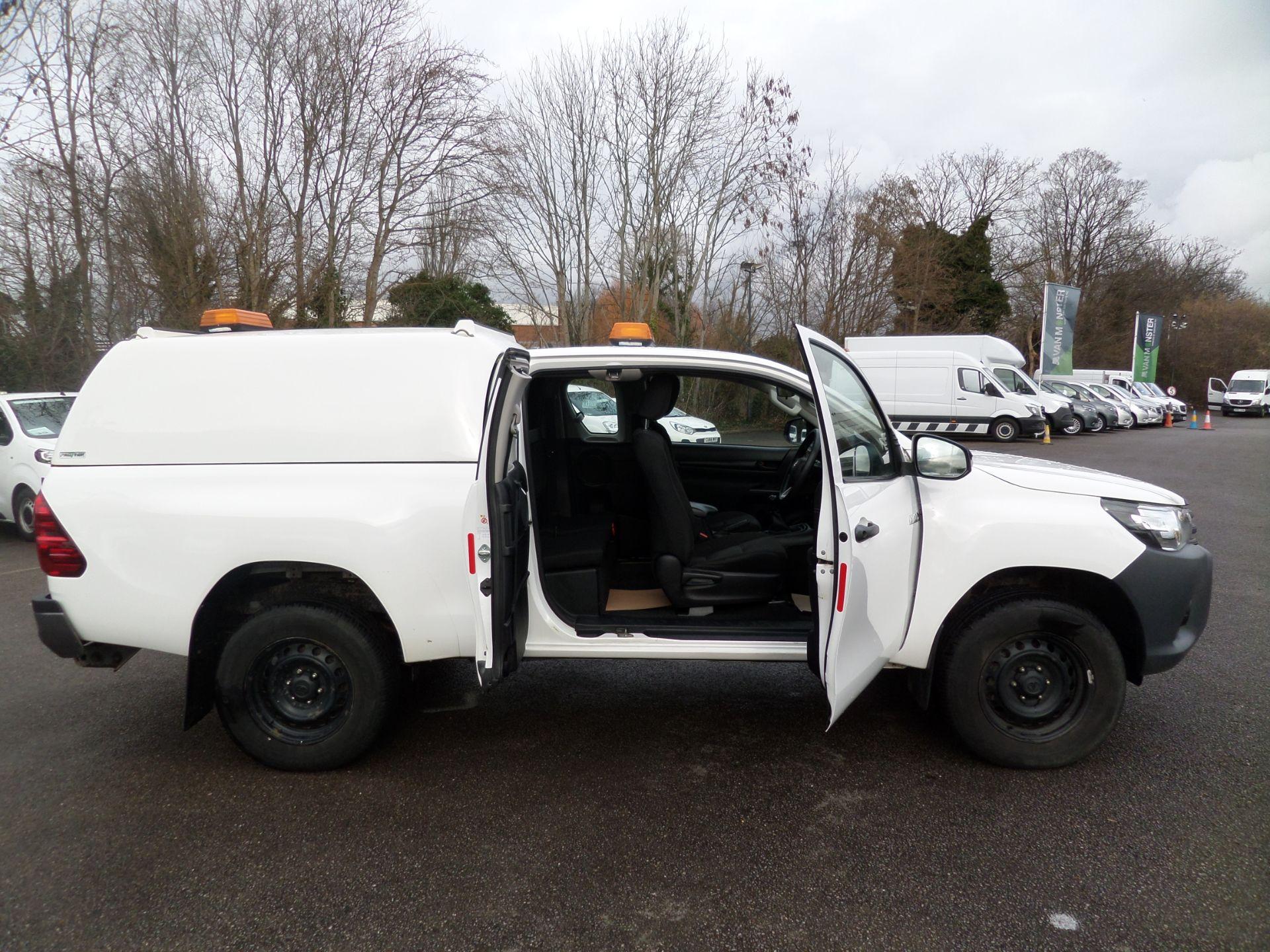 2017 Toyota Hilux Active Extra Long Double Cab Pick Up 2.4 D-4D Euro 6 (NU17RSO) Image 3