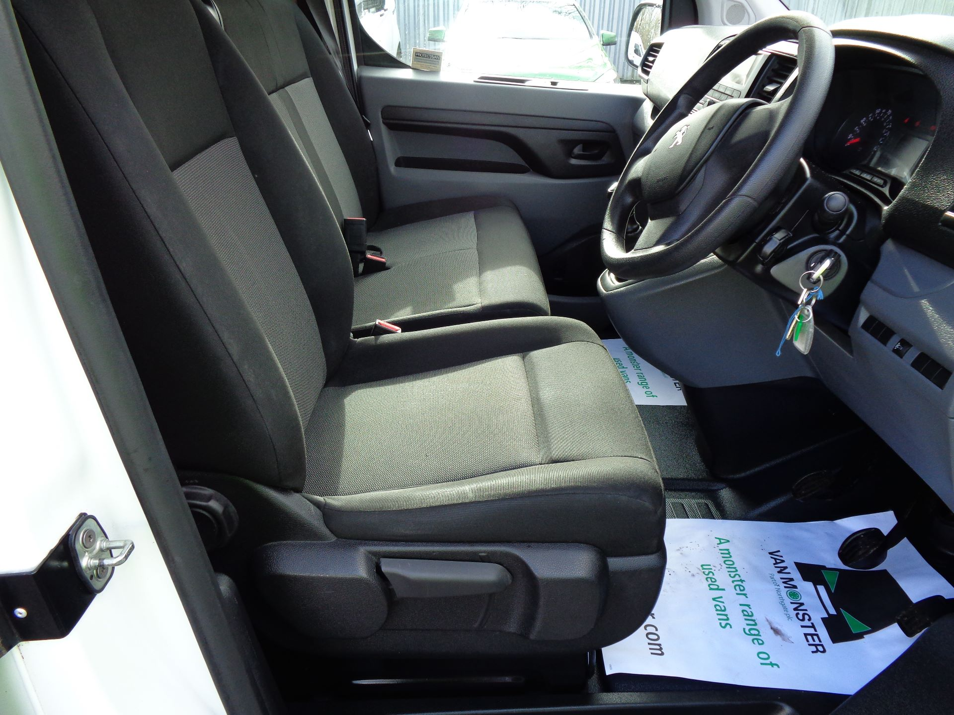 2017 Peugeot Expert  STANDARD 1000 1.6 BLUEHDI 95 S EURO 6 (NU17VPR) Image 17