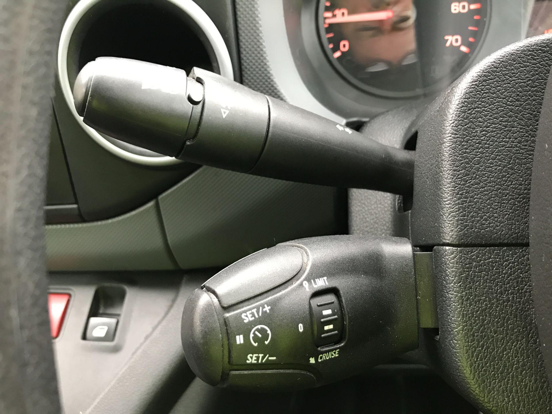 2017 Peugeot Partner L1 850 1.6BLUEHDI 100PS PROFESSIONAL EURO 6 (NU17VZB) Image 25