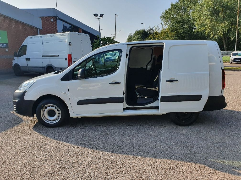 2017 Peugeot Partner 715 S 1.6 Bluehdi 100 Crew Van (NU17VZH) Image 15