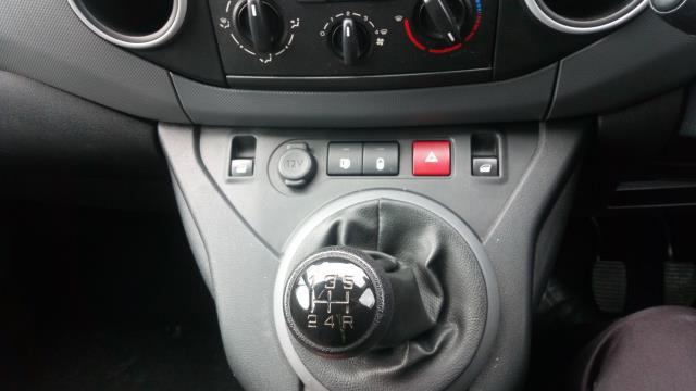 2017 Peugeot Partner 850 1.6 Bluehdi 100 Professional Van [Non Ss] (NU17XLL) Image 17