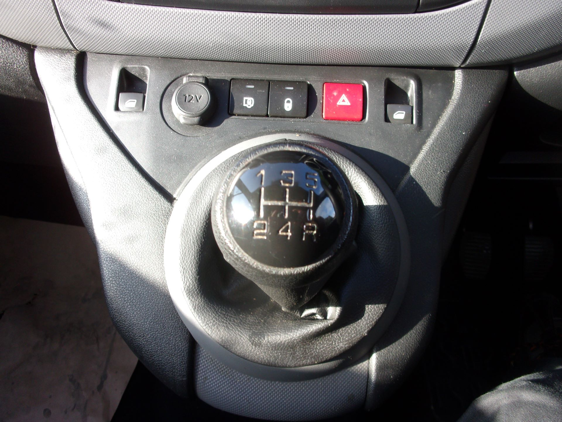 2017 Peugeot Partner 850 1.6 Bluehdi 100 Professional Van [Non Ss] (NU17ZPL) Image 4