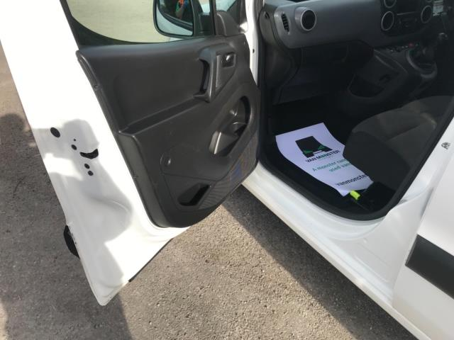2017 Peugeot Partner 850 1.6 Bluehdi 100 Professional Van [Non Ss] Euro 6 (NU17ZPN) Image 27