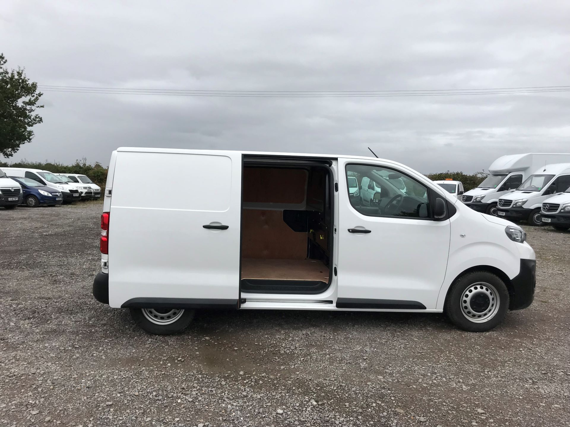 2018 Peugeot Expert STANDARD 1000 1.6 BLUEHDI 95 PROFESSIONAL EURO 6 (NU18PFO) Image 8