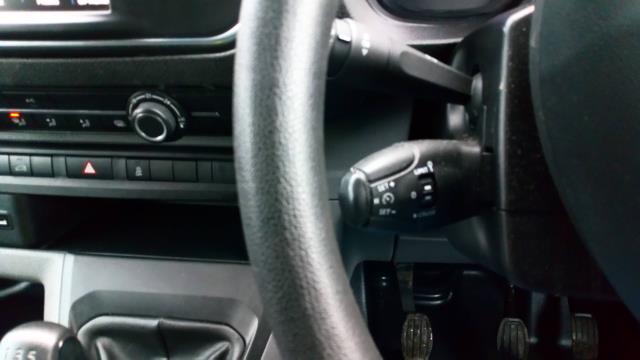 2018 Peugeot Expert 1000 1.6 Bluehdi 95 Professional Van (NU18VYC) Image 21
