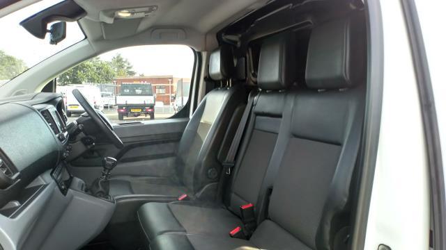 2018 Peugeot Expert 1400 2.0 Bluehdi 120 Professional Van (NU18XCS) Image 17