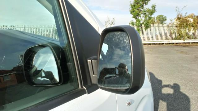 2018 Peugeot Expert 1400 2.0 Bluehdi 120 Professional Van (NU18XCS) Image 15