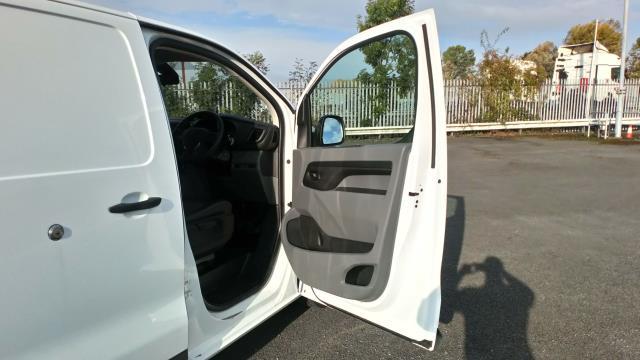 2018 Peugeot Expert 1400 2.0 Bluehdi 120 Professional Van (NU18XCS) Image 16