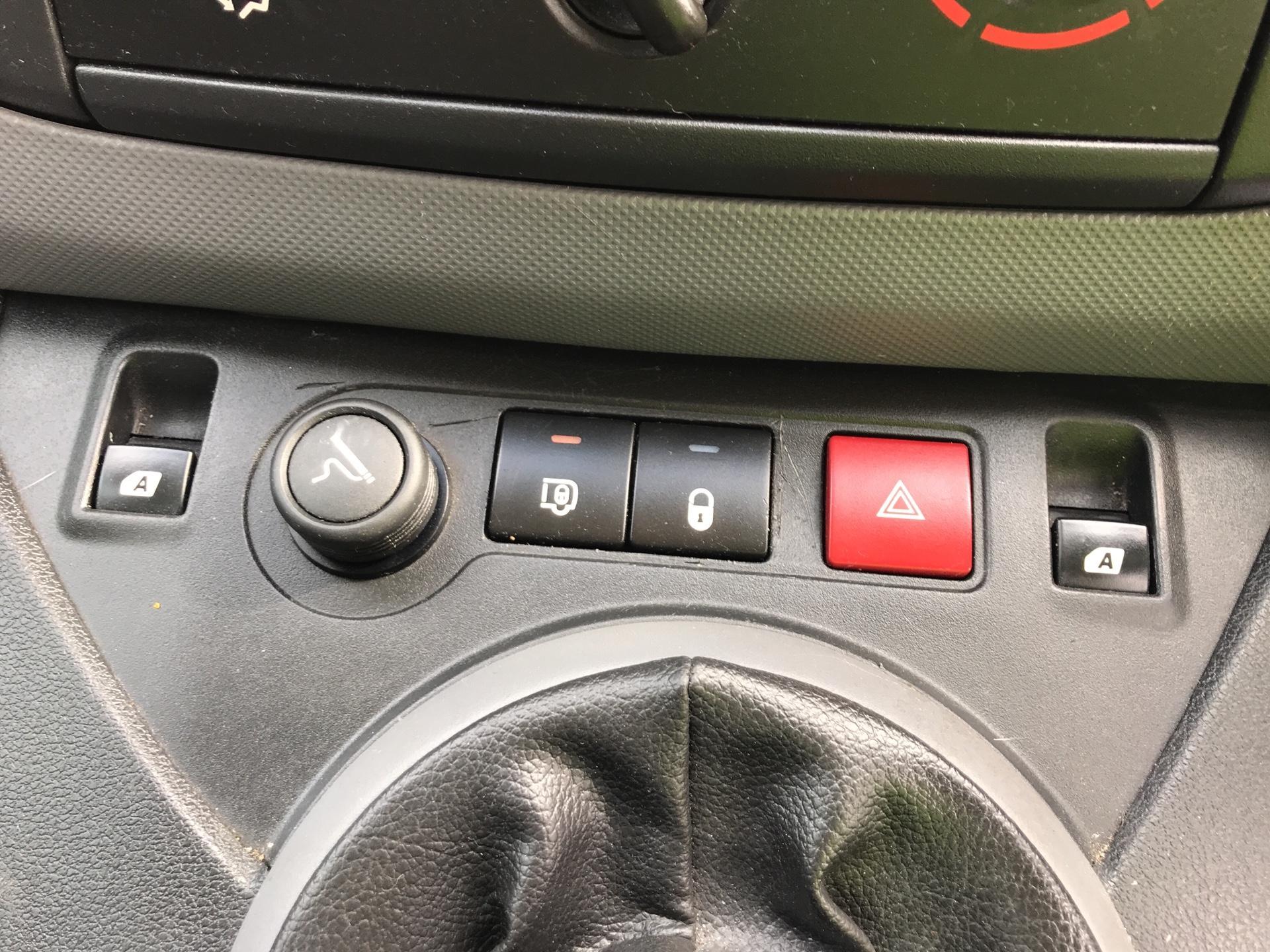 2014 Peugeot Partner L1 850 S 1.6 92PS (SLD) EURO 5 (NU64XMF) Image 15