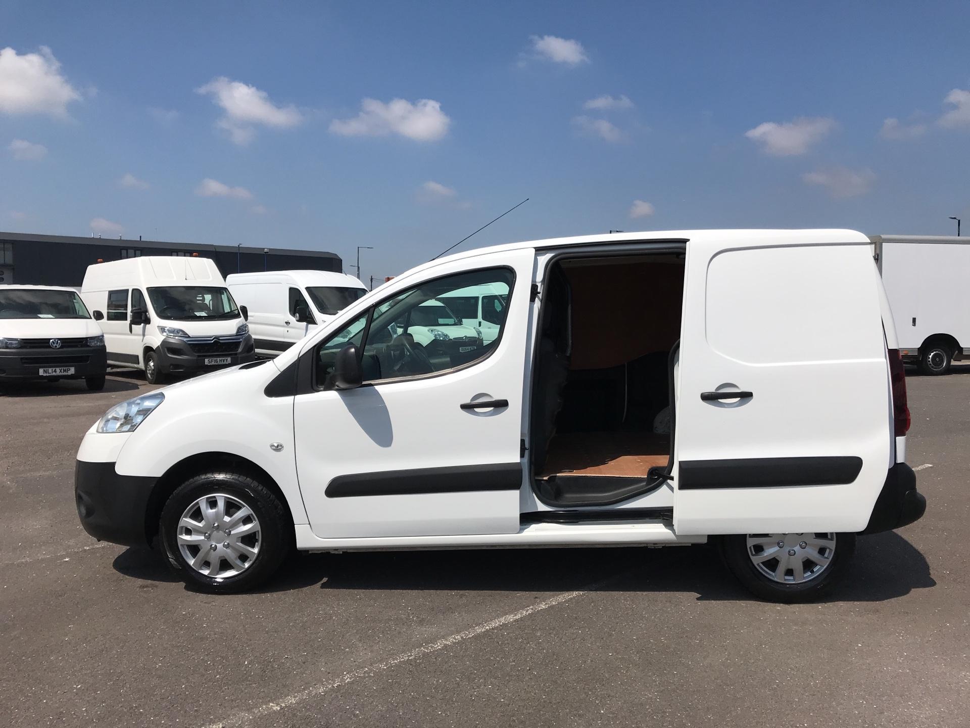 2014 Peugeot Partner  L1 850 S 1.6 92PS (SLD) EURO 5 (NU64XNO) Image 17