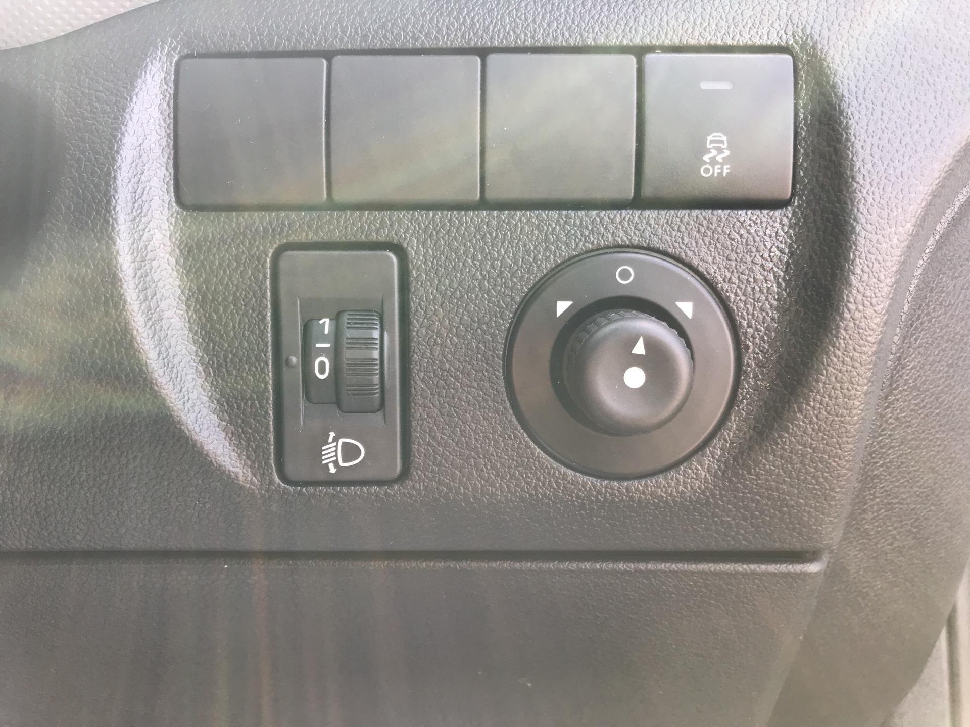 2014 Peugeot Partner  L1 850 S 1.6 92PS (SLD) EURO 5 (NU64XNO) Image 15