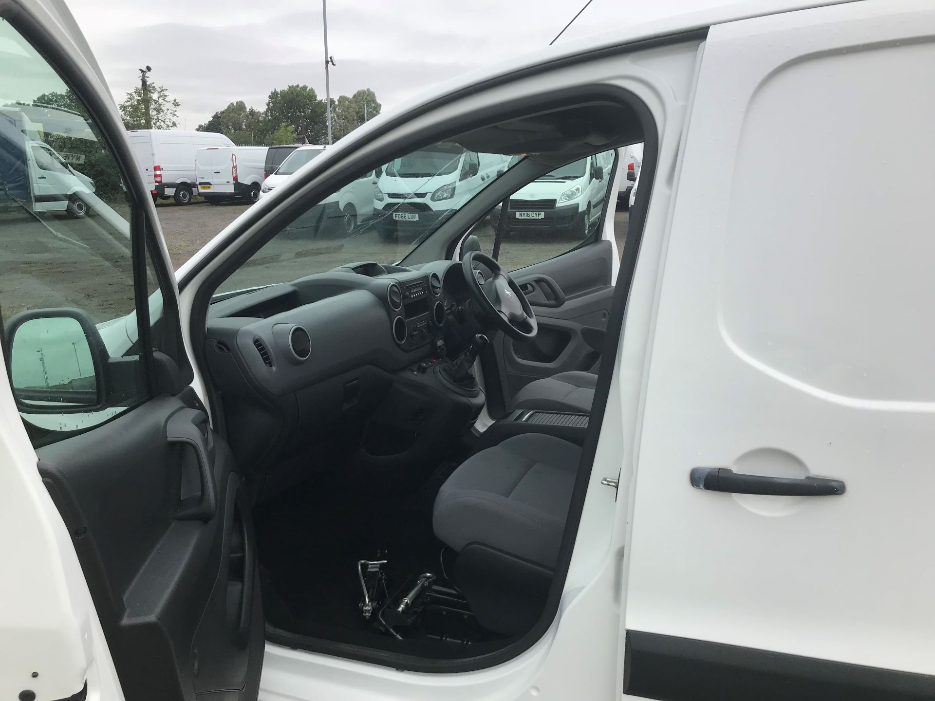 2014 Peugeot Partner 750 S 1.6 Hdi 92 Van (NU64ZGM) Image 11