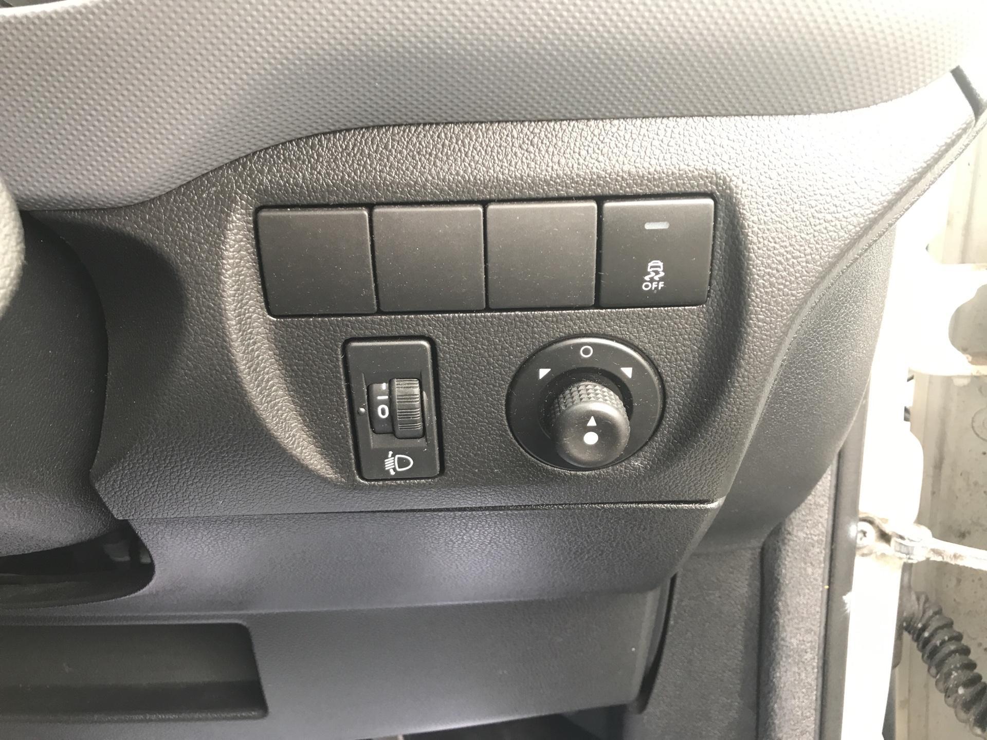 2014 Peugeot Partner L1 850 S 1.6 92PS (SLD) EURO 5 (NU64ZTZ) Image 18