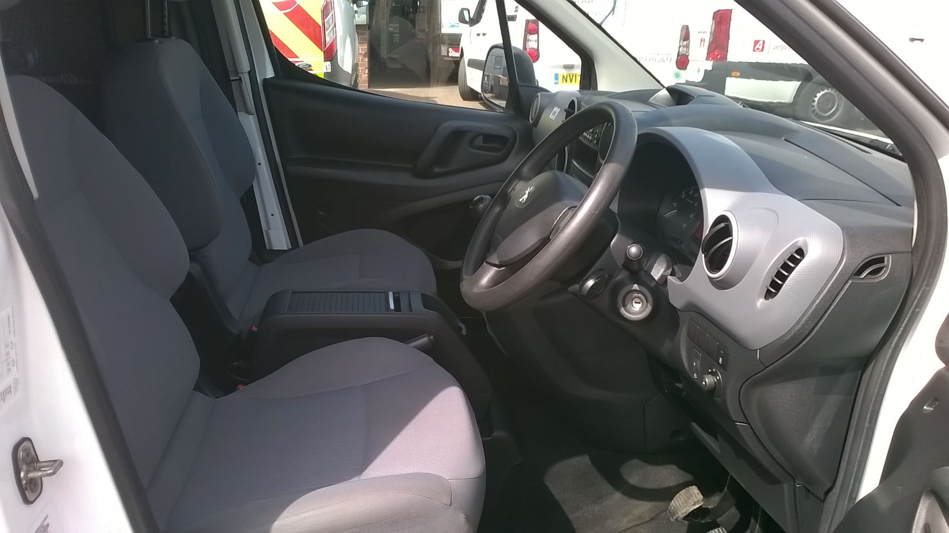 2015 Peugeot Partner L1 850 S 1.6 92PS (SLD) EURO 5 (NU65COA) Image 17