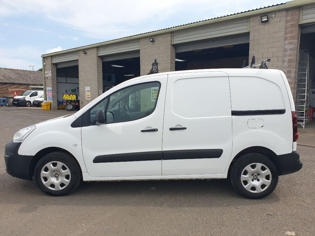 2015 Peugeot Partner *VALUE RANGE VEHICLE CONDITION REFLECTED IN PRICE* L1 850 S 1.6 92PS (SLD) EURO 5 (NU65VWB) Image 4
