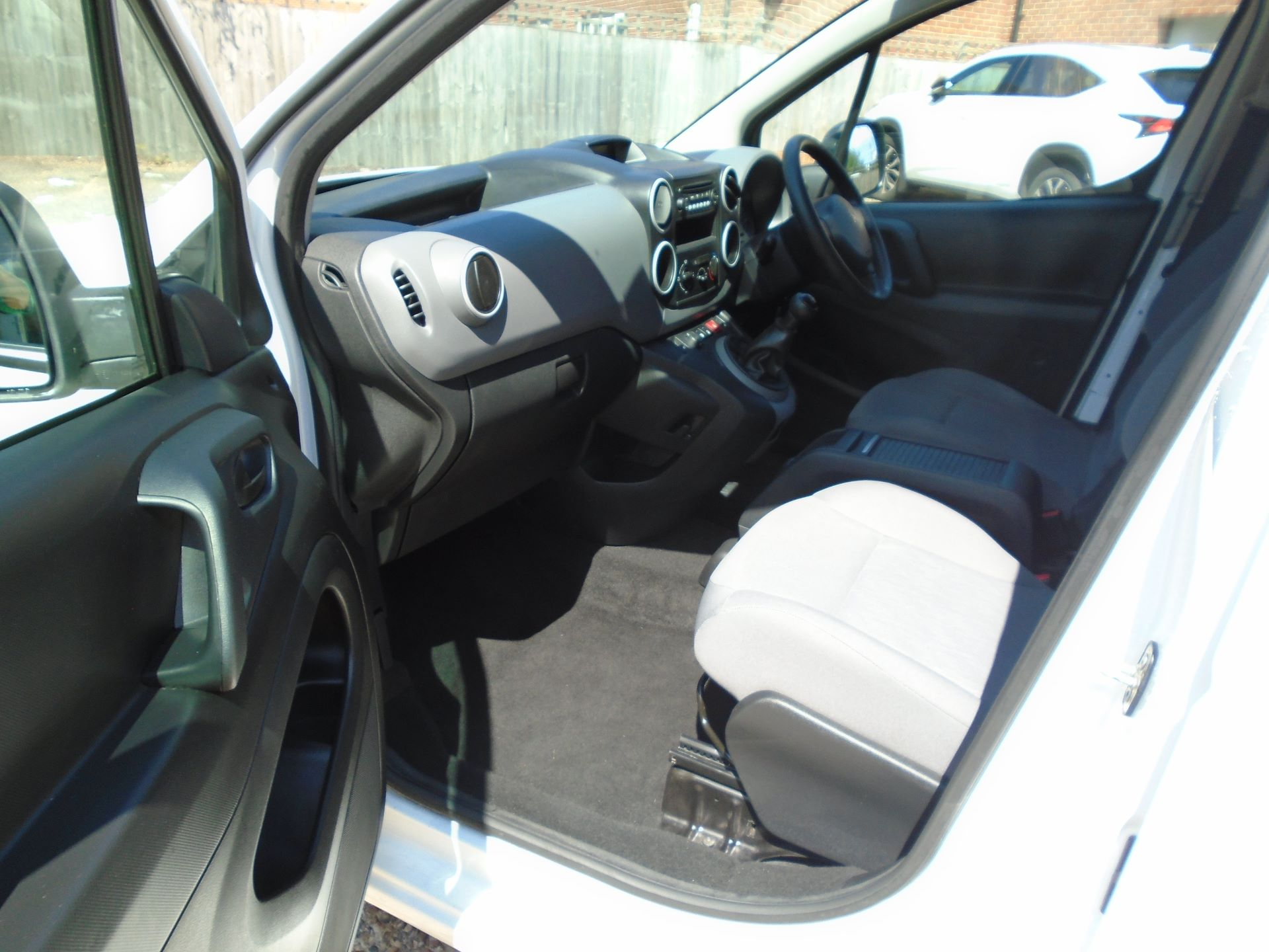 2015 Peugeot Partner 850 S 1.6 Hdi 92 Van (EURO 5) (NU65WHZ) Image 14