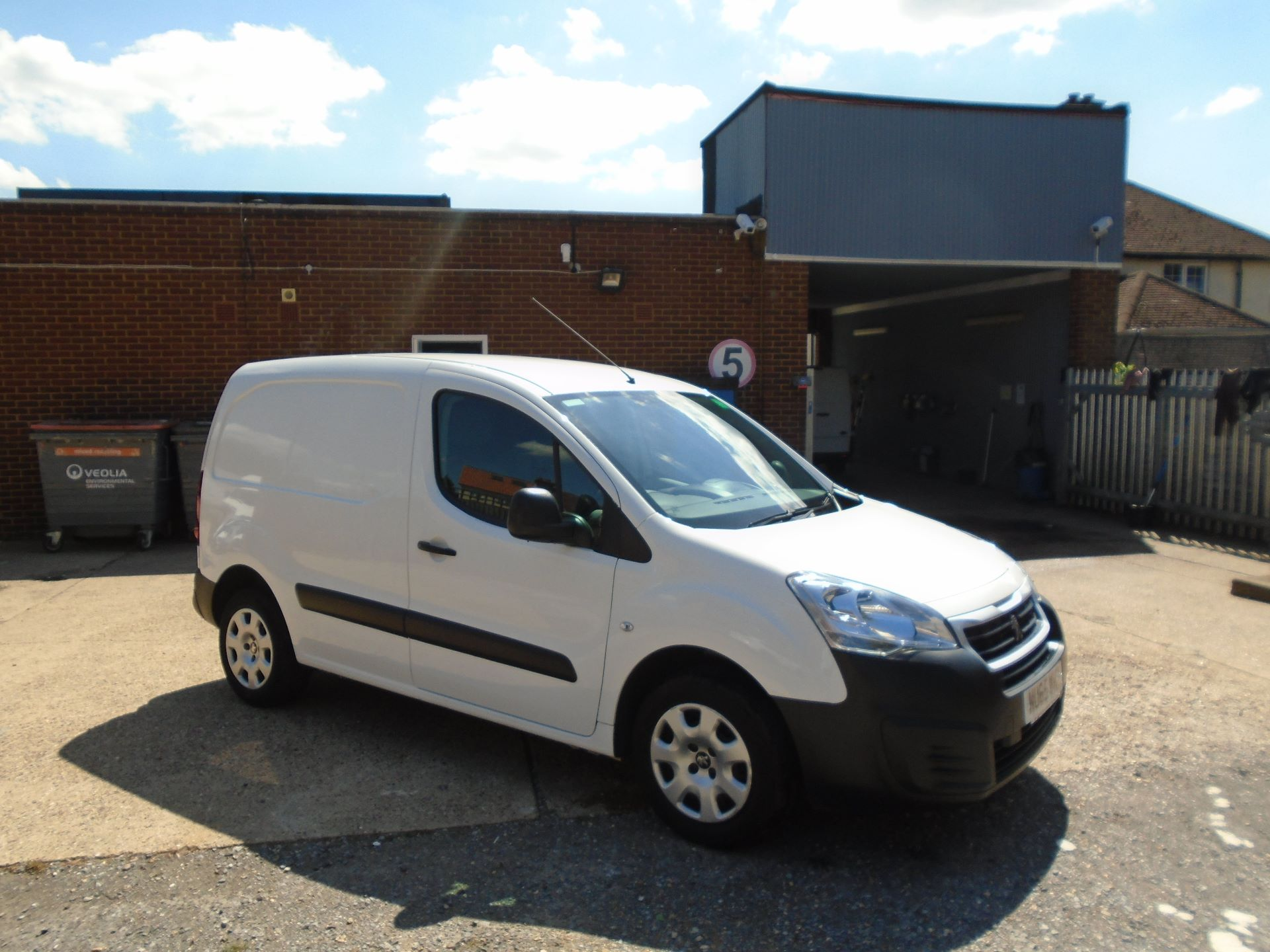2015 Peugeot Partner 850 S 1.6 Hdi 92 Van (EURO 5) (VALUE RANGE VEHICLE CONDITION REFLECTED IN PRICE) (NU65WHZ) Image 1