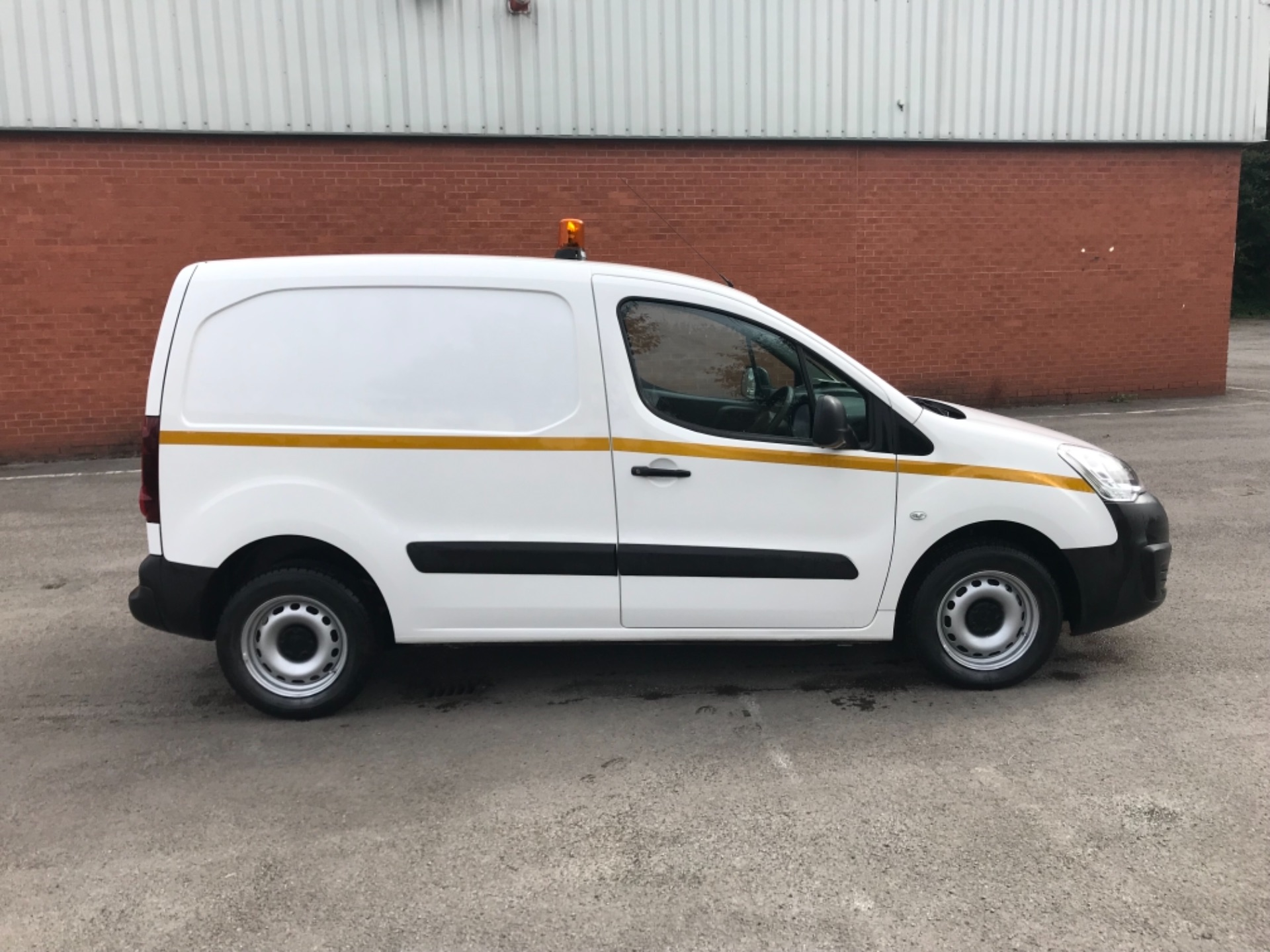 2016 Peugeot Partner 850 S 1.6 Hdi 92 Van [Sld] EURO 5 (NU66AVB) Image 8