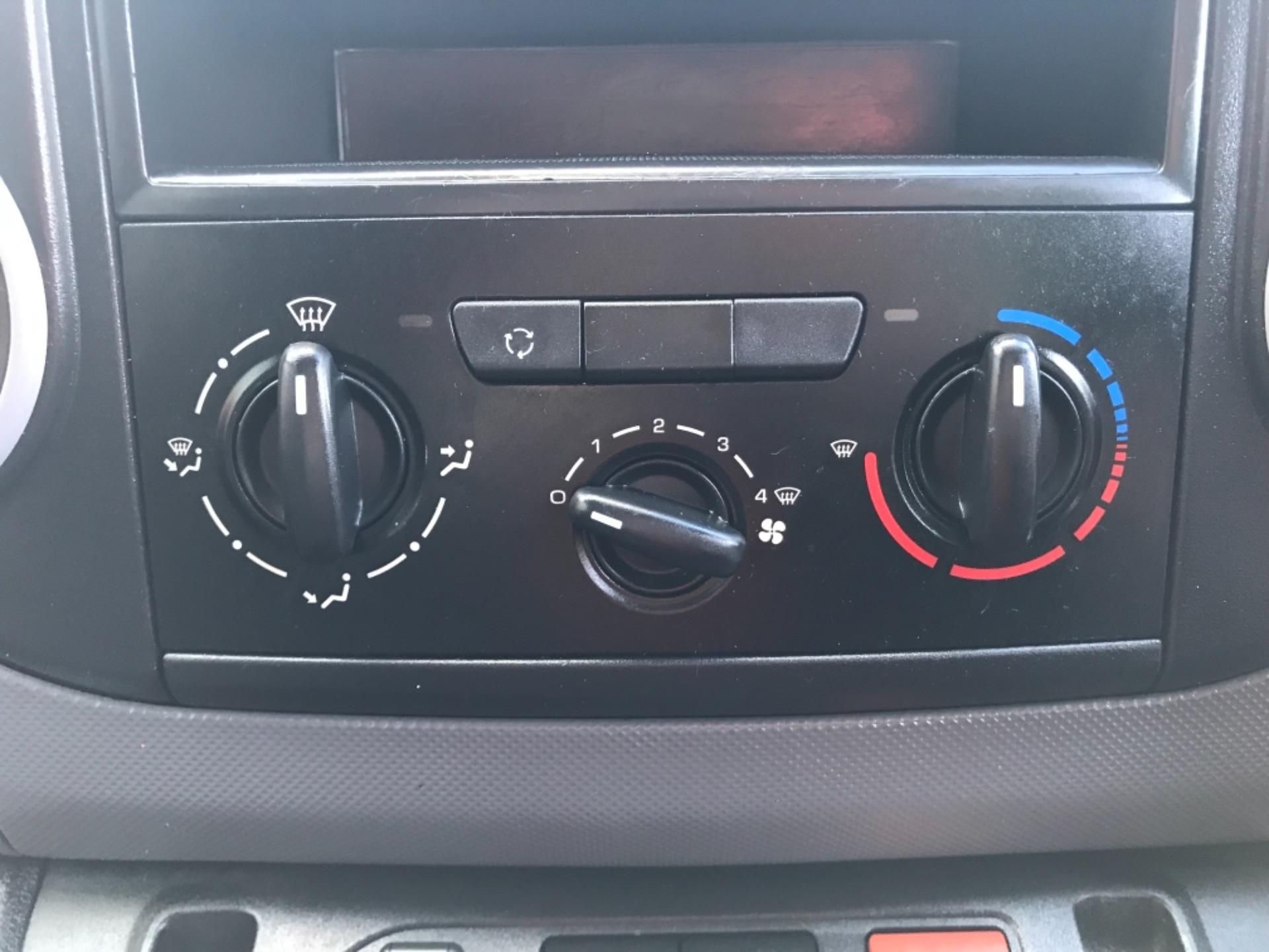 2016 Peugeot Partner 850 S 1.6 Hdi 92 Van [Sld] EURO 5 (NU66NBY) Image 18