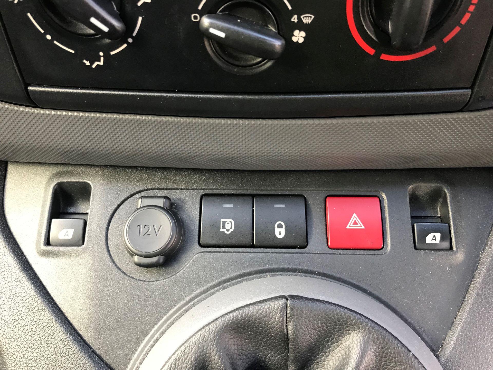 2016 Peugeot Partner L1 850 S 1.6 92PS [SLD] EURO 5 (NU66NVC) Image 25