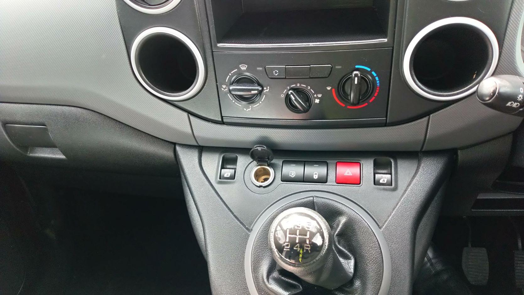 2016 Peugeot Partner 850 Se 1.6 Hdi 92 Van (NU66UTF) Image 14