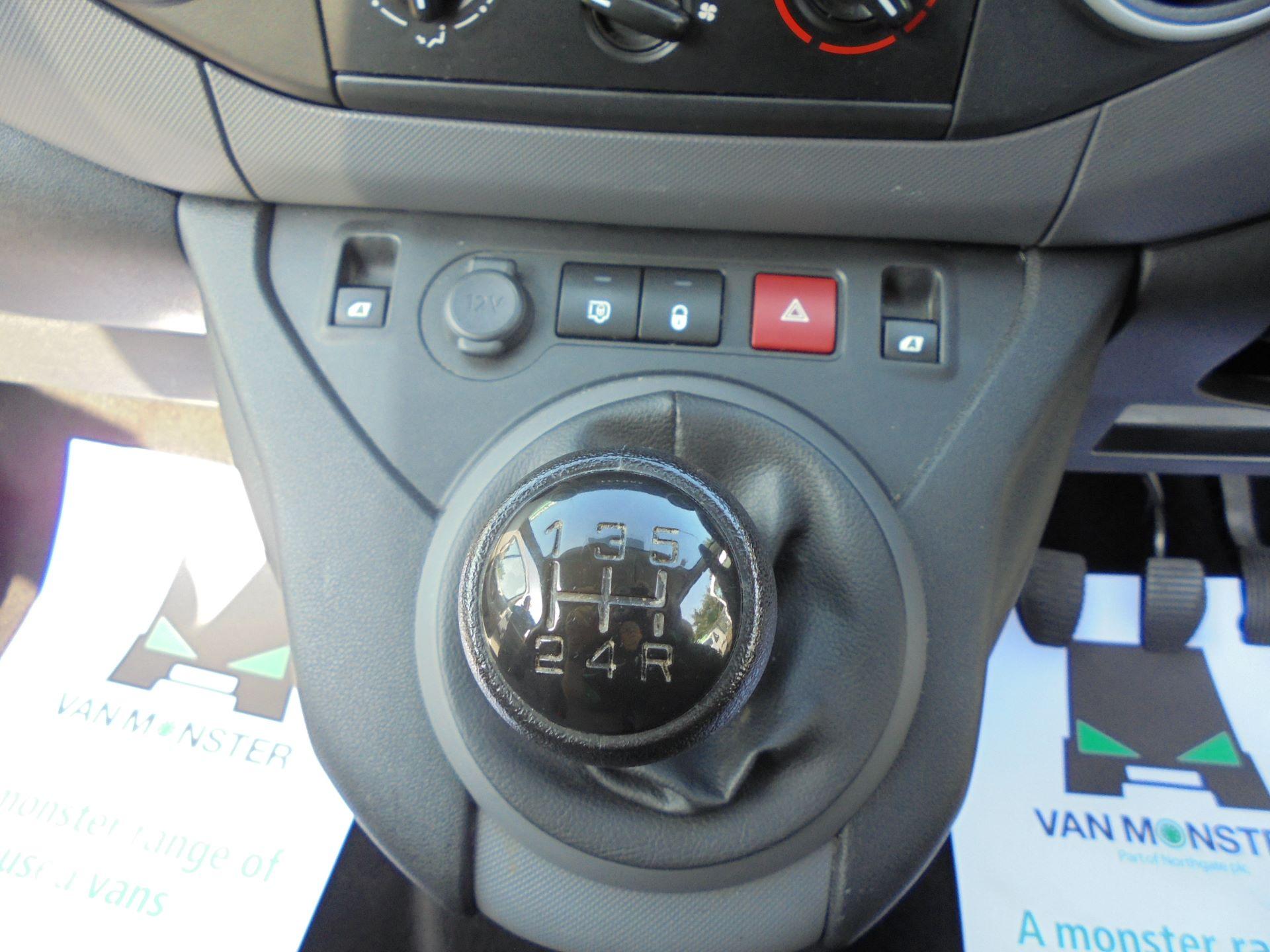 2016 Peugeot Partner  L1 850 SE 1.6 92PS  EURO 5 (NU66UXO) Image 11